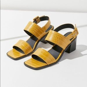 Shoes - 🔥24hr sale! Square toe mustard block heel sandals